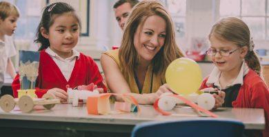 ¿Cuánto gana un asistente de maestro en Estados Unidos?